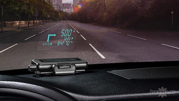 Голографическая приборная панель на стекле автомобиля
