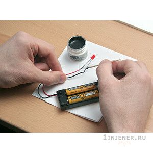 b70c_wire_glue_conductive_glue_light_inuse.jpg (15.25 Kb)