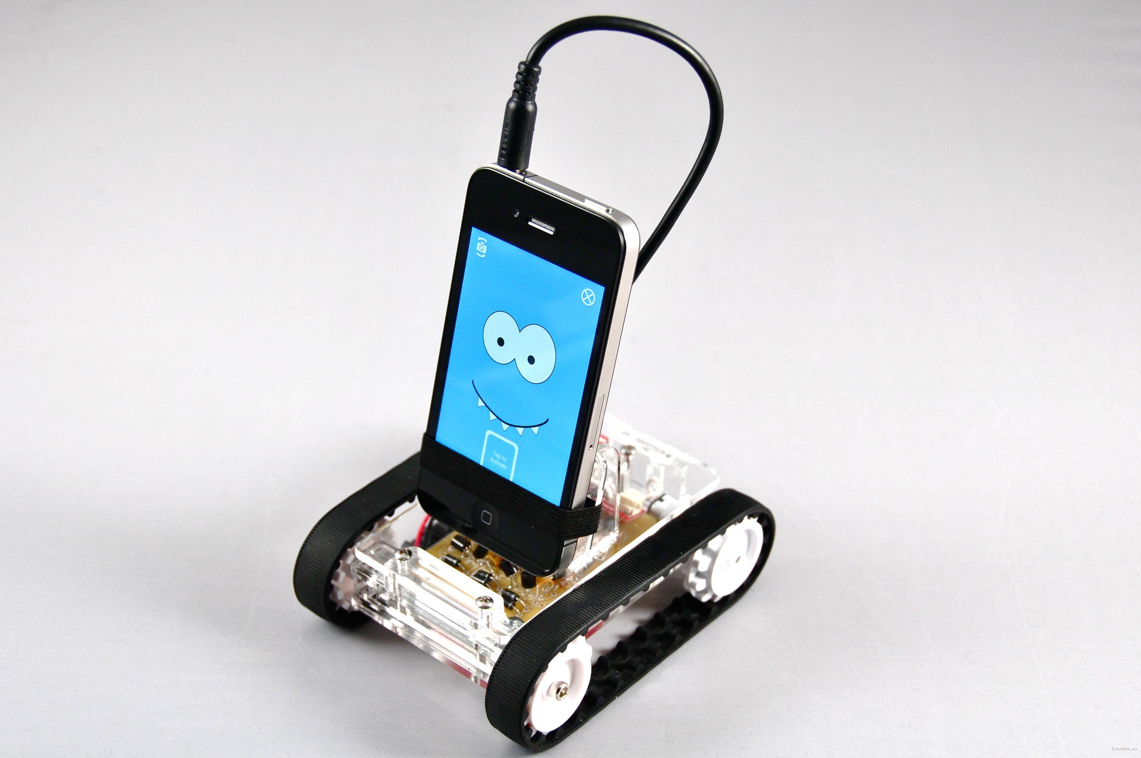 Робот ROMO на базе смартфона