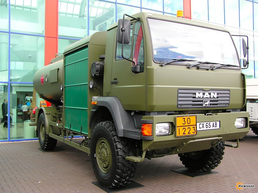 2844_man_military_vehicle.jpg (145.51 Kb)
